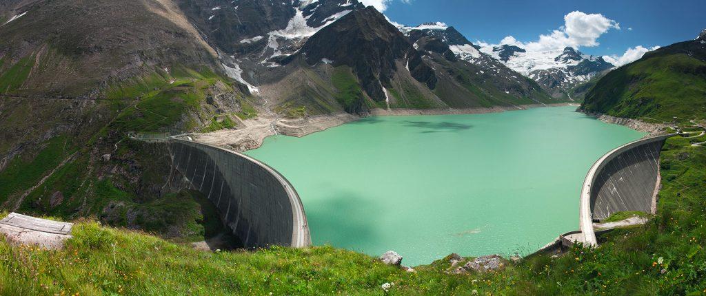 Siberia: hydroelectric plant