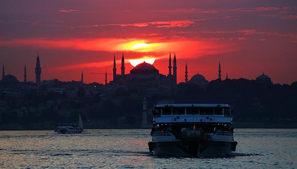 Canale di Istanbul di sera